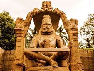 The Lost Kingdom of Hampi: A Guide to Understand Vijayanagara Empire in Ruins!