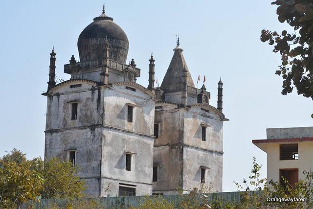 mccluskieganj church and mosque