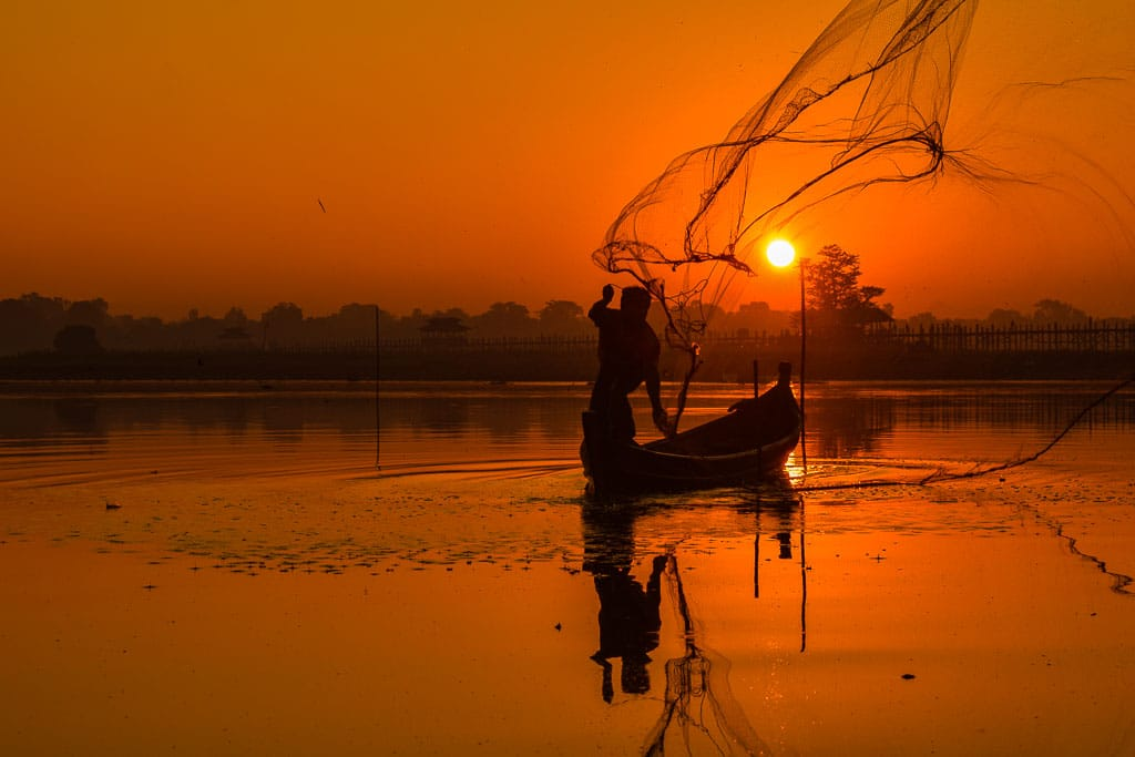 U bein Bridge Myanmar SUnrise picture. Mandalay day trips to amarapuri