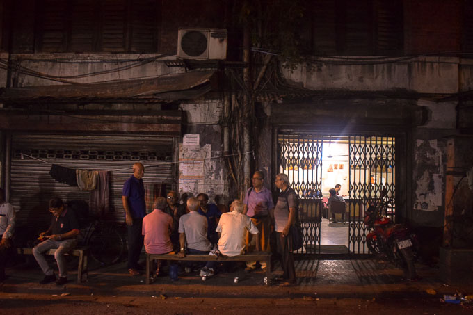 Parar Adda at Decker's Lane Kolkata