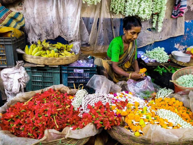 famous fish market in kolkata: woman selling flowers in Kolkata Bakultala market, behala