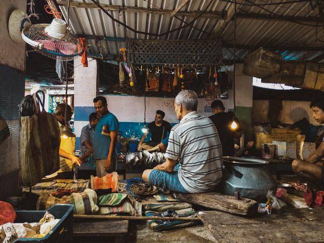 famous fish market in kolkata: bakultala bajar