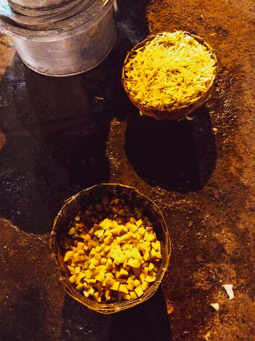 How are street food prepared in Kolkata