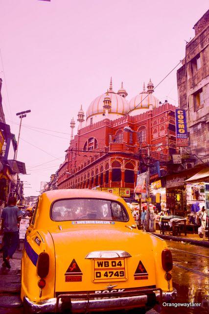Chitpur Rabindra Sarani Kolkata College Street, Ganges, Park Street, heritage places. #kolkata #calcutta #india #travelblogger #photography #culturetrip #westbengal #incredibleindia #yellowtaxi