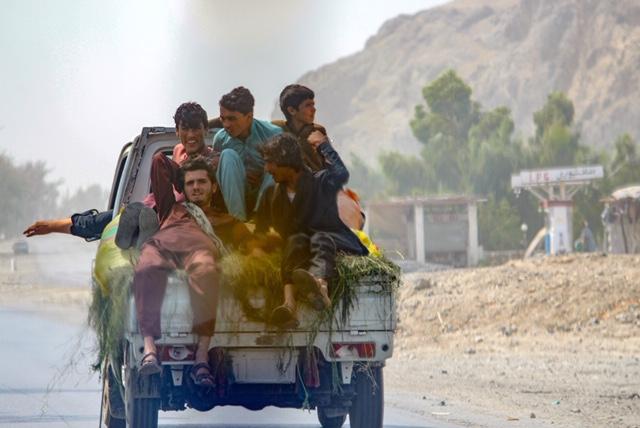 Jalalabad road: roadtrip Afghanistan
