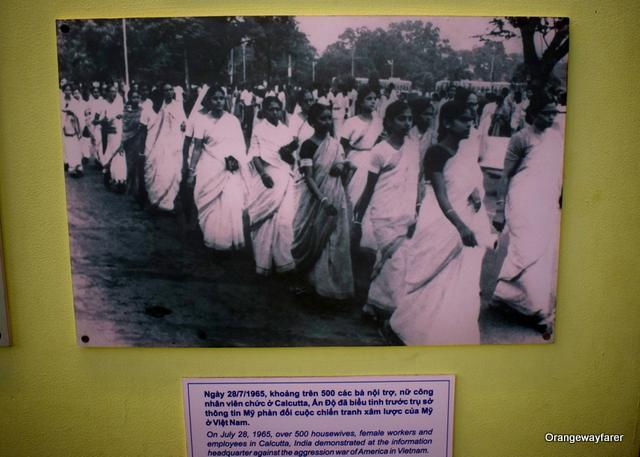women in Kolkaat protesting against Vietnam War