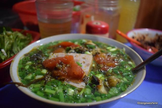 Hanoi streetfood galore: the seafood Pho