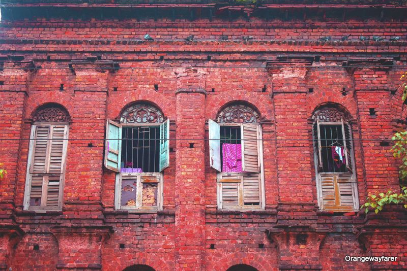 Old houses near Ahiritola Ghat: Putulbari, ghosts of Kolkata