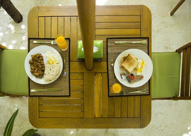 Lacabana Maldives Maamigili Breakfast (1) Mas Huni