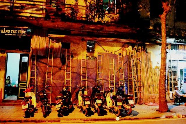 Hanoi old quarter walking tour