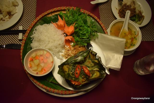 vietnamese fish cooked in banana leaf
