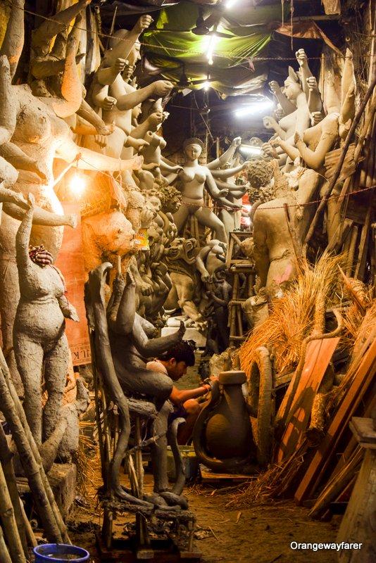 Kumartuli a traditional neighbourhood in kolkata where Durga Idols are made #kolkataphotography #kolkatatravel #kolkataculture #culture #bengaliculture #durgapuja #kumartuli #kolkata #art #heritage #hindu #india