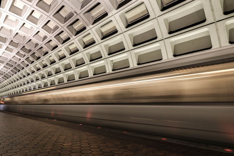How to ride a Delhi metro Line: travel Guide for Delhi metro Link