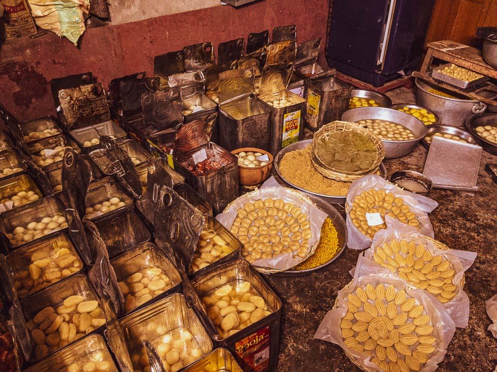 Mishti Vien for wedding celebration. Nolen Gurer sondesh in Bengal: best bengali sweets in Bankura