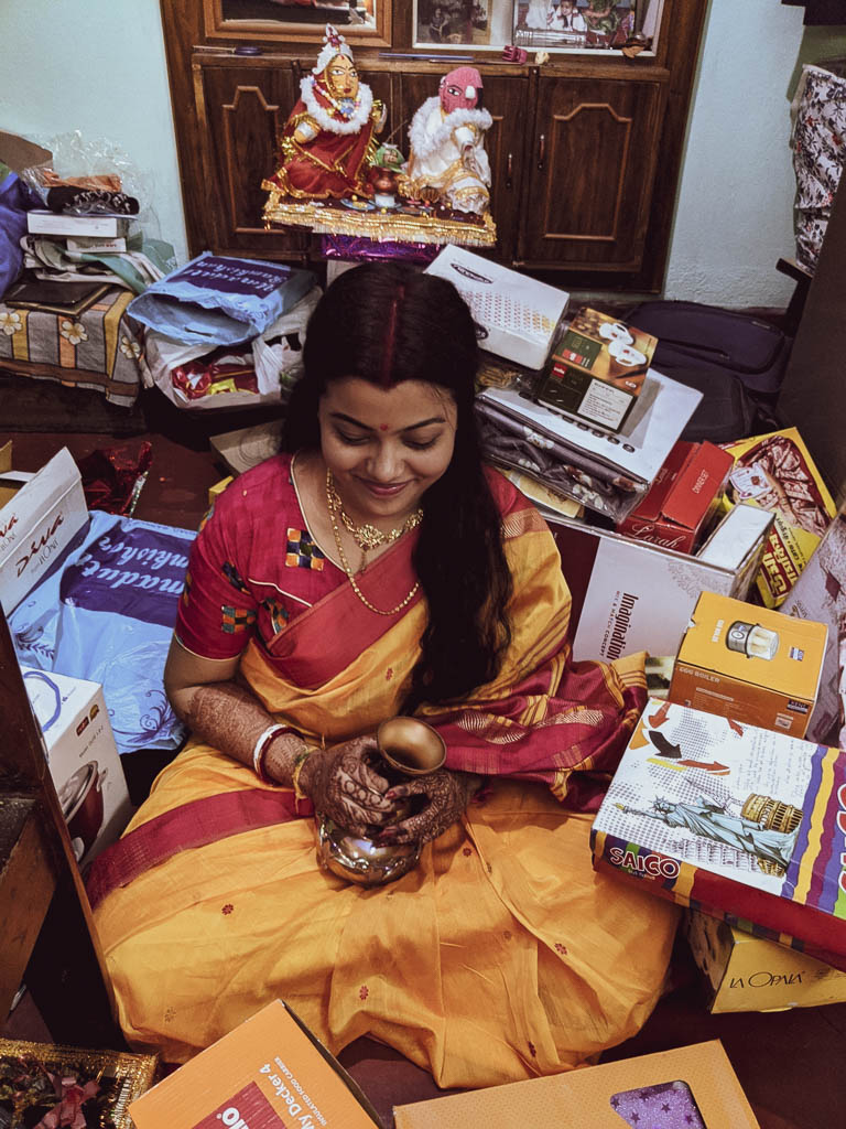 gifts in a Bengali wedding: gifts unwrapping