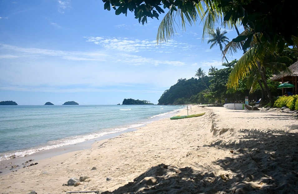 Lonely beach at the Koh Chang: the stunning beach of Thailand where noone goes