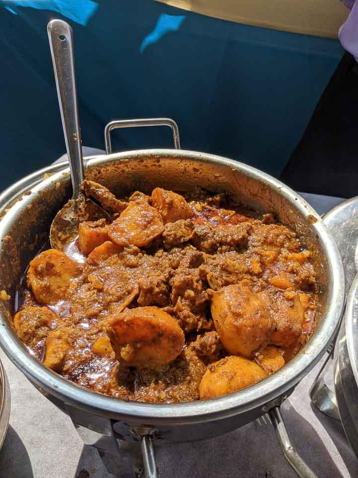 Mutton kosha with potato: menu for Bengali wedding