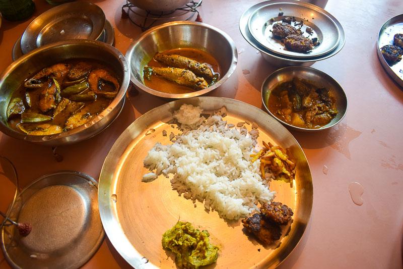 Bengali food at Didabari