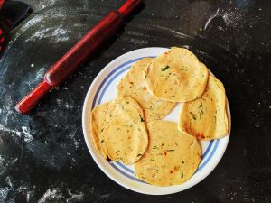 How to roll an alu paratha