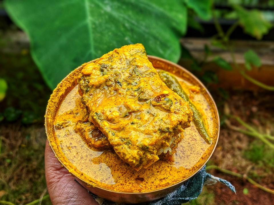 Katla Macher Peti Bhape: Bengali Style Katla Fish Curry (Steamed)