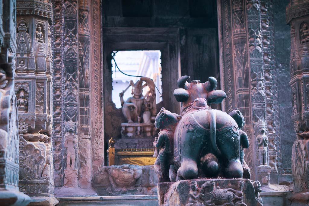 Why was the Old neighbourhoods of Vaarnasi destroyed? Old temples of Varanasi