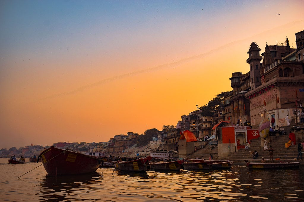 Varanasi Travel Guide: Olden Ghats, Delectable Food & Other Things to do!